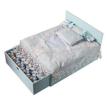 - Büyük Boy Ahşap Yatak Mavi Bebek Doğum Hediyesi 35 Adet Çikolatalı
