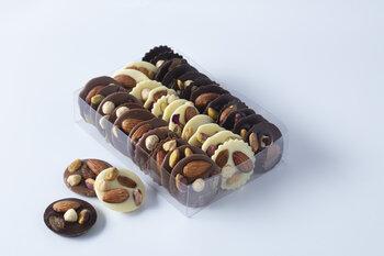 - El Yapımı Kuruyemişli Özel Spesiyal Çikolata
