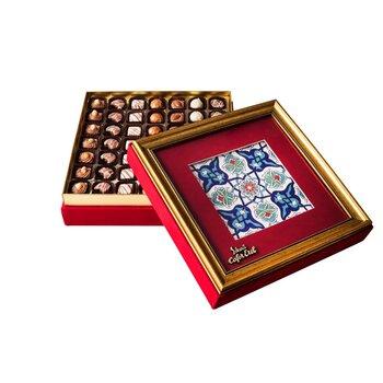 - Hediyelik Spesiyal Çikolata Çerçeveli Kırmızı Kutu Osmanlı Desen