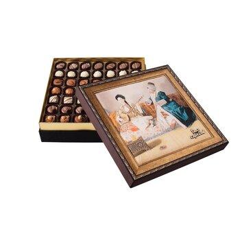 - Hediyelik Spesiyal Çikolata Kutu Türk Kıyafetleriyle Müzik