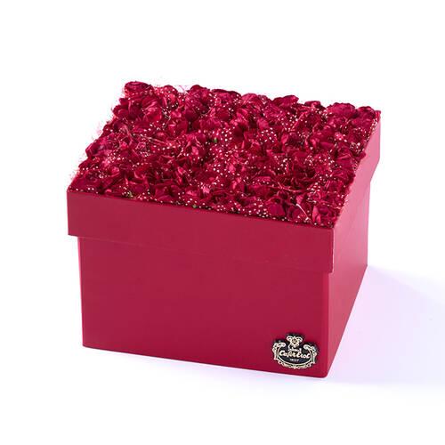 Kırmızı 3 Katlı Mini Güllü Kutuda Spesiyal Kalp Çikolata