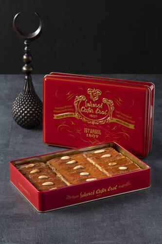 Kırmızı Teneke Kutu - Bademli Şam Tatlısı