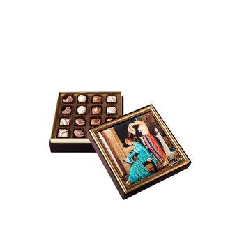 - Saçlarını Taratan Kız Çerçeveli Kutu Spesiyal Çikolata