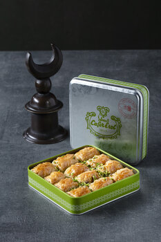 - Yeşil Teneke Kutu - Fıstıklı Tereyağlı Baklava